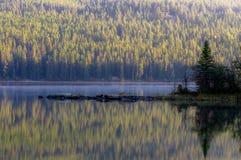 Ostrosłupa ranku jeziorny odbicie Obrazy Royalty Free
