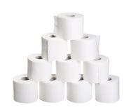 Ostrosłupa stosu rolki odizolowywać na bielu papier toaletowy Fotografia Royalty Free