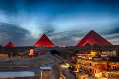 Ostrosłupy przy nocą, widok od Giza budynków, Egipt zdjęcia royalty free