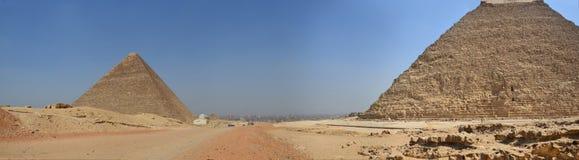 Ostrosłup w piaska pyle pod szarymi chmurami Fotografia Royalty Free