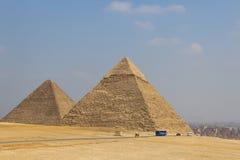 Ostrosłupy na tle Kair Egipt Obraz Stock