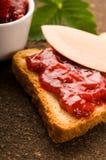 Ostruzione della fragola con pane tostato Immagini Stock