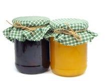 Ostruzione e miele della prugna in vasi di vetro Fotografie Stock