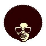 Ostry cool mężczyzna z afro ostrzyżenia i okularów przeciwsłonecznych wektoru ilustracją ilustracji
