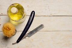 Ostry prostej żyletki, muśnięcia i cologne aftershave, Fotografia Stock