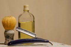 Ostry prostej żyletki, muśnięcia i cologne aftershave, Fotografia Royalty Free