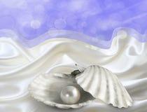 Ostrygi perła na atłasie z bokeh backround Obraz Stock