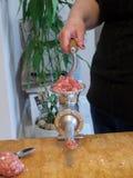 Ostrzarza Maszynowy szlifierski mięso ręką Fotografia Royalty Free
