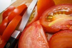 ostrze pomidory rżnięci świezi zdjęcie royalty free