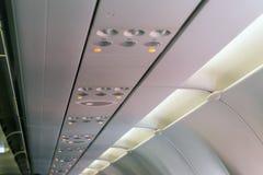 Ostrzegać dymienie zakaz lub non dymić znaka na samolocie, lekki symbol na samolocie, pas bezpieczeństwa Zdjęcia Stock