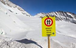 Ostrzega znaka dla turysty, zamykającego nie hasłowy na Jungfraujoch Obrazy Stock