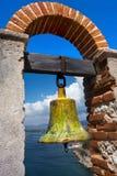 Ostrzegawczego Bell wieżyczki łuku Castillo Del Morro Fort Santiago De Kuba zatoka obraz stock