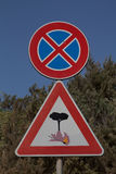 OSTRZEGAWCZY Pożarniczy zagrożenie - drogowi znaki fotografia royalty free