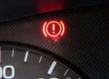 Ostrzegawczy signage na samochodowej desce rozdzielczej Obraz Stock