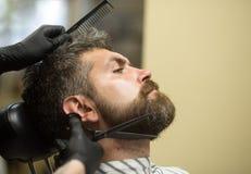 Ostrzyżenie brodaty mężczyzna, archaizm obrazy stock
