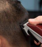 Ostrzyżenie w zakładzie fryzjerskim fotografia royalty free