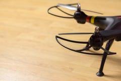 Ostrzy quadrocopters ochrona i nogi, stojak na backgroun Fotografia Royalty Free