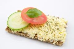 Ostsallad på knaprigt bröd Fotografering för Bildbyråer