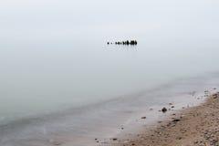 Ostsee und nebeliger Morgen Stockfotos