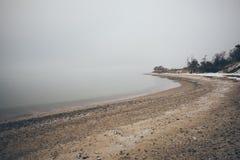Ostsee und nebeliger Morgenweinleseeffekt Stockfoto