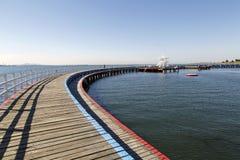 Oststrand-Schwimmen-Einschließung Stockfotos