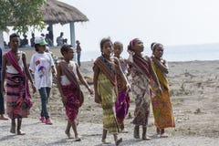 Osttimorische Kinder, die traditionelle Kleidung tragen Lizenzfreie Stockfotos