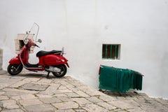 OSTUNI (BRINDISI-ITALIË) - 21 APRIL, 2014: een rood Stock Fotografie