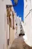 Ostuni lane i den gammala townen Royaltyfri Fotografi