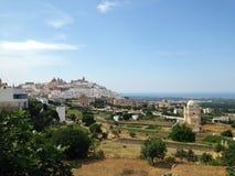 Ostuni vit stad Puglia, Italien Arkivbilder