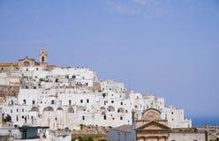 Ostuni & x22; Vita City& x22; , Puglia, Italien royaltyfria bilder