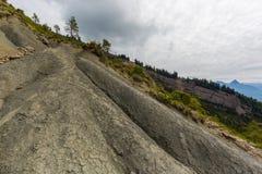 Osunięcie się ziemi teren Goldau, chmurny niebo i Mythen góra, Fotografia Stock