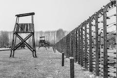 Oswiecim, Polen - April 7, 2018: Zwart-wit beeld van wachttoren in concentratiekamp Auschwitz Birkenau, Polen royalty-vrije stock fotografie