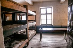 Oswiecim, Polska/- 02 15 2018: Koj łóżka w pokoju zdjęcie stock