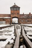 Oswiecim, Polska/- 02 15 2018: Sztachetowy wejście koncentracyjny obóz przy Auschwitz Birkenau Taborowy przyjazdowy punkt Fotografia Stock