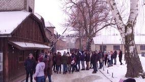 OSWIENCIM, экскурсия ПОЛЬШИ - 14-ое января 2017 около входа к Освенциму Birkenau, немецкой нацистской концентрация и акции видеоматериалы