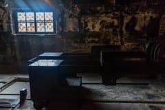 Oswiencim, Polônia - 21 de setembro de 2019: Crematório em campos de concentração nazistas alemães de Auschwitz ii Birkenau e foto de stock royalty free