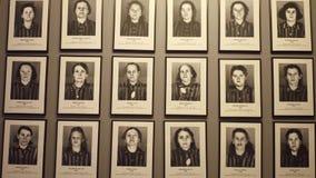 OSWIENCIM, POLEN - JANUARI, 14, 2017 Portretten van de slachtoffers van Auschwitz Birkenau Duitse Naziconcentratie en Royalty-vrije Stock Afbeeldingen