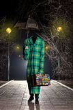 Osynlig man med tappningparaplyet royaltyfri foto