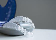 Osynlig ortodonti i en ask Arkivbild