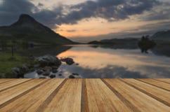Oszałamiająco góry i jeziora wschodu słońca odbić piękny landsca obrazy royalty free