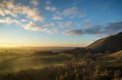 Oszałamiająco jesień wschód słońca nad wieś krajobrazem Obrazy Stock