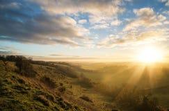 Oszałamiająco jesień wschód słońca nad wieś krajobrazem Zdjęcia Stock