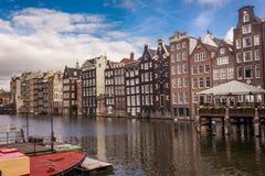 Oszałamiająco kanałów domy w Amsterdam fotografia royalty free