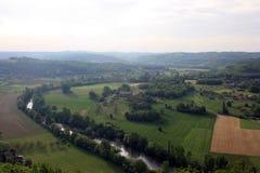 Oszałamiająco krajobraz rzeka w Domme miasteczku, Dordogne dolina Obraz Royalty Free