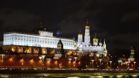 Oszałamiająco noc widok Kremlin w zimie, Moskwa, Rosja zbiory wideo