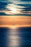 Oszałamiająco półmrok nad oceanem jako tło, Szkocja, UK fotografia stock