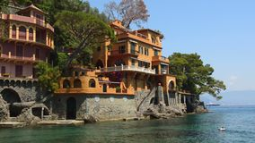 Oszałamiająco panoramiczny widok na pięknej włoszczyzny zatoce Portofino zdjęcie wideo