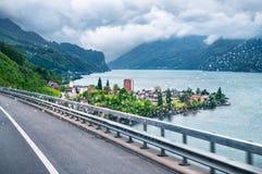 Oszałamiająco widok miasteczko Blisko Walensee jeziora Zdjęcie Royalty Free