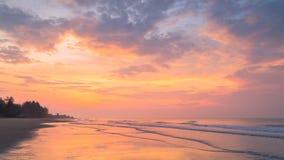 Oszałamiająco wschód słońca Nad morzem zbiory wideo