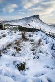 Oszałamiająco zima zmierzch nad wieś krajobrazem z dramatycznym Obrazy Royalty Free